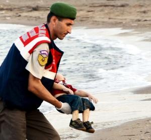 Guarda costera de Turquia con Alan Kurdi